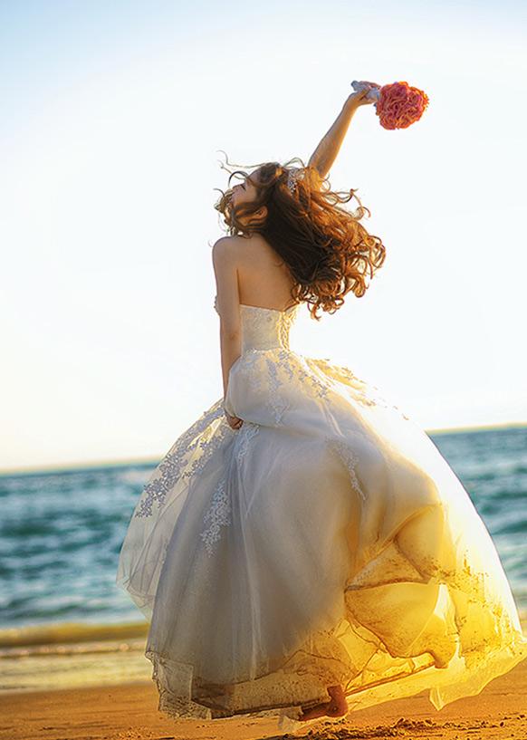 浪漫夕阳迎浪起舞